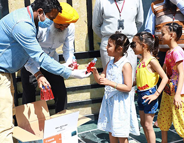 Amid crisis situation due to COVID-19; Chandigarh University Gharuan stood-up to offer helping hand to the needy